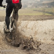 mountainbike in water